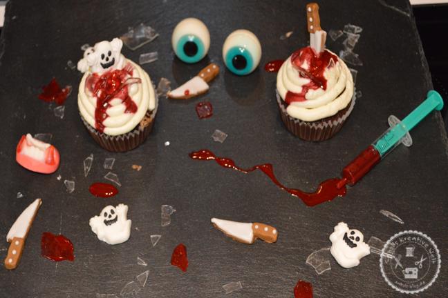 Halloween Oreo Cupcakes mit Blut und Glassplittern
