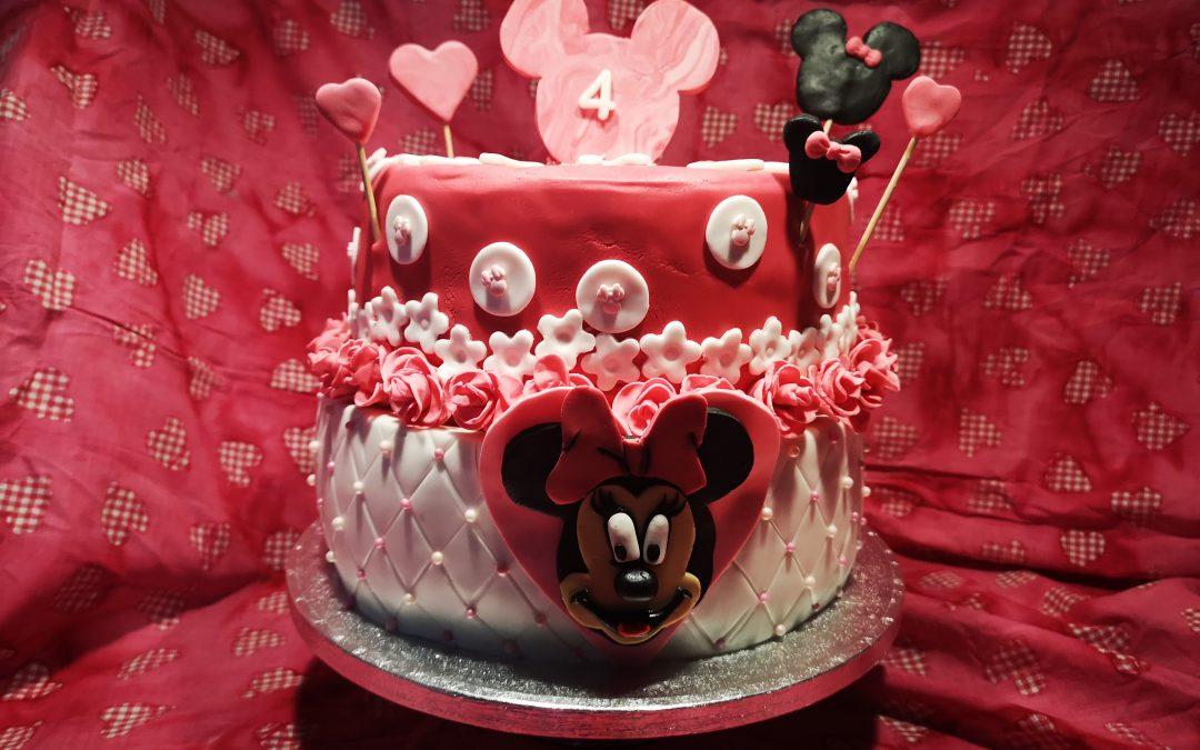 Zweistöckige Minni Mouse Motivtorte zum 4. Geburtstag